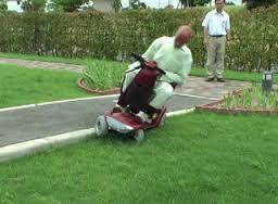 電動車椅子事故多発